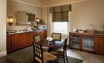 Executive Room, Business Lounge Access, Executive Level
