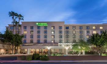 Wyndham Garden Phoenix Midtown photo