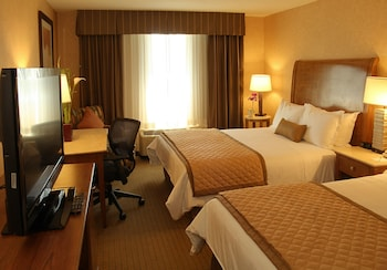 Guestroom at Wyndham Garden Phoenix Midtown in Phoenix
