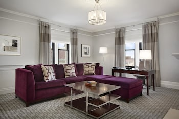 Signature Room, 1 King Bed, Park View (Copley Square Park View)