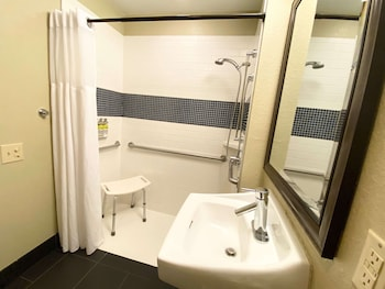 Suite, 2 Queen Beds, Accessible (Mobility/Hearing Shower Two Bedrooms)