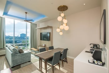 Superior Suite, 1 King Bed, View (Skyline View)