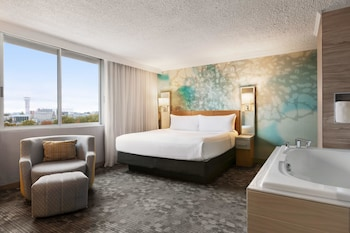 Suite, 1 King Bed, View (Skyline View)