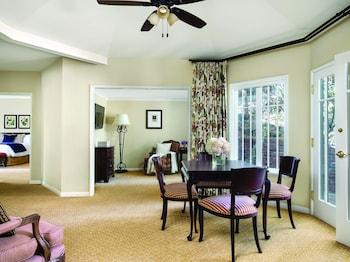 Suite, 1 King Bed (Wisteria Cottage Suite)