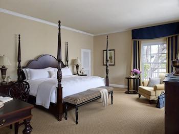 Suite, 1 King Bed (Oakcrest Cottage)