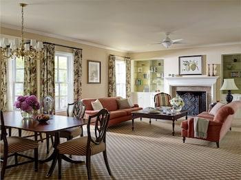 Suite, 1 King Bed (Shamrock Cottage Suite)