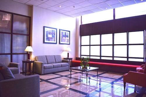 . Hamilton Plaza Hotel & Conference Center