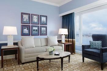 Suite, 1 King Bed (Mariner Suite)