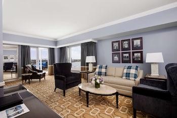 Suite, 1 King Bed (Admirals Suite)