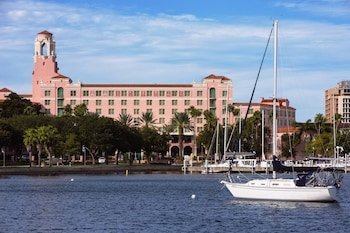 Hotel - The Vinoy Renaissance St. Petersburg Resort & Golf Club