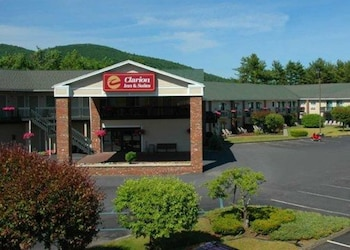 Hotel - Clarion Inn & Suites at the Outlets of Lake George