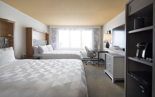. Holiday Inn Montreal Longueuil, an IHG Hotel