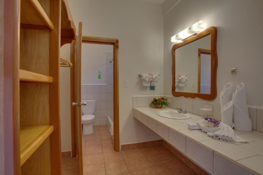 선브리즈 호텔(Sunbreeze Hotel) Hotel Image 9 - Bathroom
