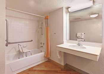 Room, 1 King Bed, Accessible, Non Smoking (Mobility, Bathtub with Grab Bars)