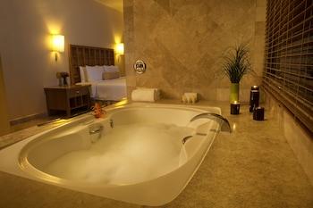 Fiesta Americana Villas Acapulco - Deep Soaking Bathtub  - #0
