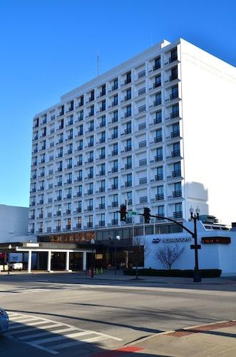 Pullman Plaza Hotel, Cabell