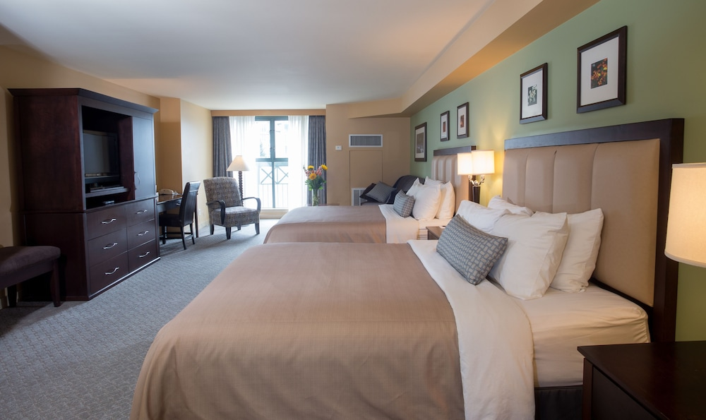 Crystal Lodge & Suites, Squamish-Lillooet