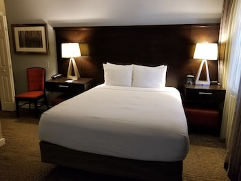 Guestroom at Staybridge Suites Orlando/Lake Buena Vista in Orlando