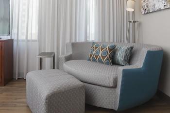 Room, 1 Queen Bed, View (Guest Room)
