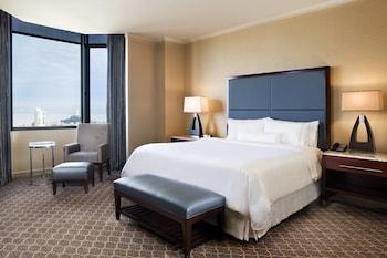 Suite, 1 King Bed, Tower (Top Floor)