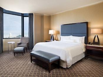 Suite, 1 King Bed, Corner (Pacific Suite, Corner, Top floor)