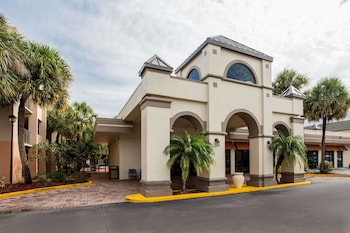 Hotel - Days Inn & Suites by Wyndham Orlando Airport