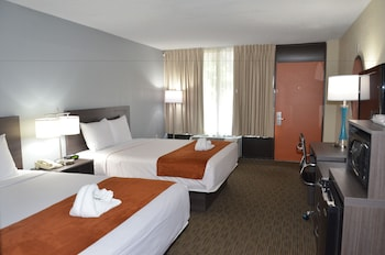 Guestroom at Days Inn & Suites by Wyndham Orlando Airport in Orlando