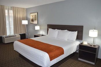 Book Travelodge Inn and Suites Orlando Airport in Orlando.