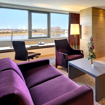 Junior Suite, 1 King Bed, River View