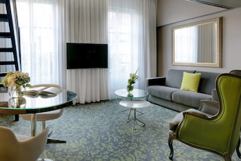 Suite, 1 King Bed with Sofa bed, Garden View (Duplex Suite)