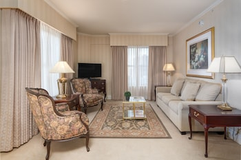Suite, 1 Queen Bed (Corner Suite)
