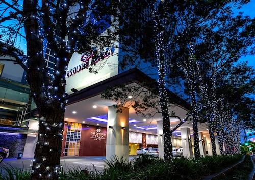 . Crowne Plaza Auckland
