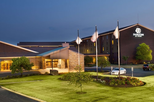 . DoubleTree by Hilton Collinsville - St. Louis