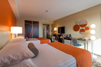 Family Suite, Multiple Beds, Non Smoking (3 Queen Beds)