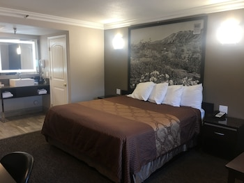 Deluxe King Room with Jacuzzi