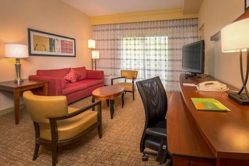 Guestroom at Courtyard by Marriott Rockville in Rockville