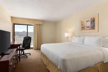 Standard Room, 2 Queen Beds, Non Smoking, Poolside