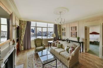 Suite, 1 King Bed, Non Smoking, River View (Personality River View Suite)