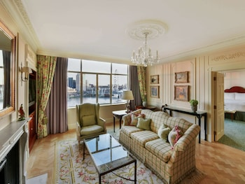 Suite, 1 King Bed, River View