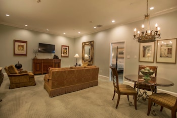 Suite (Interior)