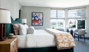Suite, 1 King Bed (Columbia River)