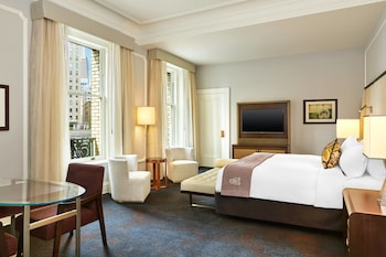 Grand Room, 1 King Bed, Non Smoking, City View