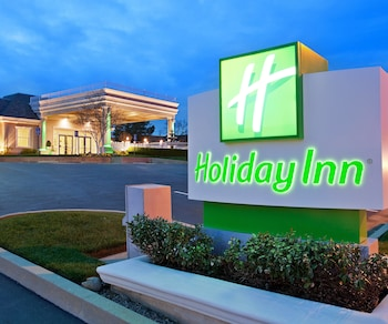 雷丁假日飯店 Holiday Inn Redding, an IHG Hotel