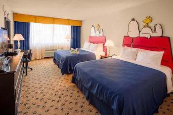 Camp Snoopy, 2 Queen Beds