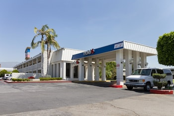 Hotel - Motel 6 Claremont CA