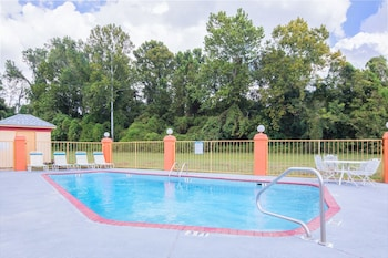 Vicksburg Vacations - Howard Johnson by Wyndham Vicksburg - Property Image 1