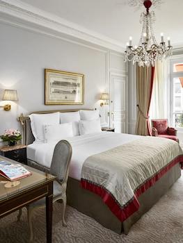 Deluxe Room, View (Avenue Montaigne View)