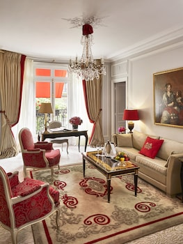 Deluxe Suite (Avenue Montaigne View)