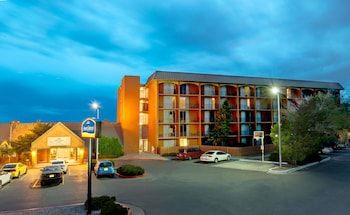Hotel - Howard Johnson by Wyndham Albuquerque Midtown
