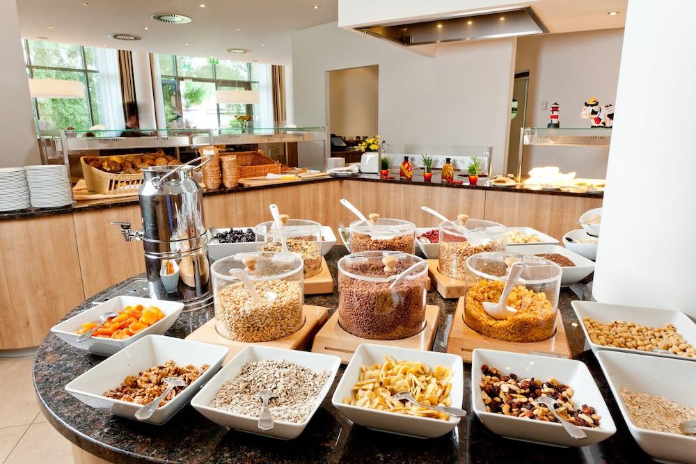 파크호텔 루에겐(Parkhotel Ruegen) Hotel Image 24 - Breakfast buffet
